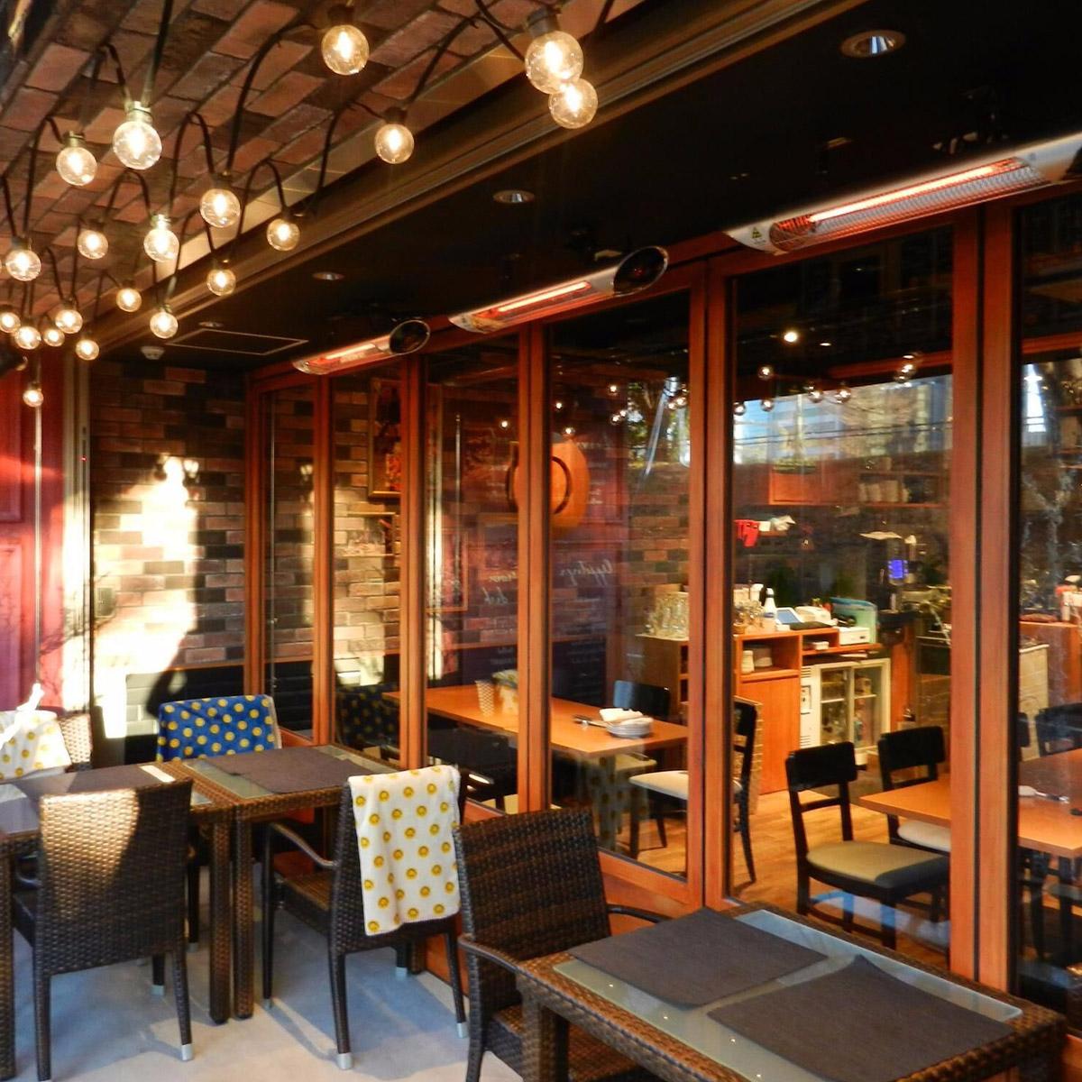 celine_isolated_restaurant